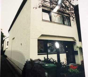 Schönes Haus mit fünf Zimmern in Bonn, Bad Godesberg