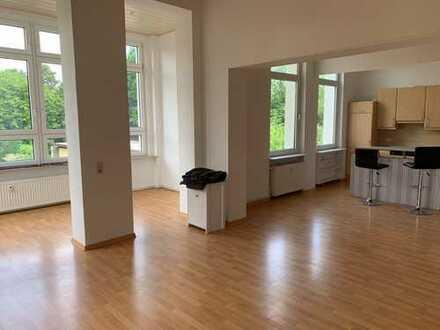 Tolle 3 Zimmer-Altbau-Wohnung mit Wintergarten - Nähe Inselwall