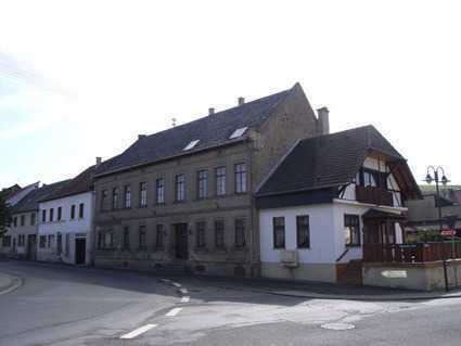 Großes Haus zum Wohnen und Arbeiten (Hotelbetrieb möglich)