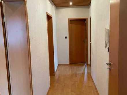 Gepflegte Wohnung mit drei Zimmern und Balkon in Bruchköbel