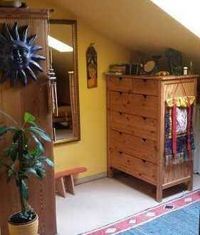 2-Zimmer mit eigenem Bad im Dachgeschoss in WG