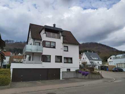Schöne und zentrale Maisonette-Wohnung in Dreifamilienhaus
