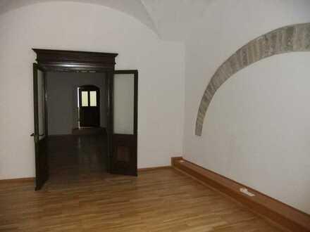 Rarität: außergewöhnliche Wohnung in einem Denkmalhaus mitten in der Altstadt
