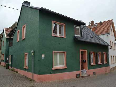 Zweifamilienhaus mit Ausbaupotenzial !