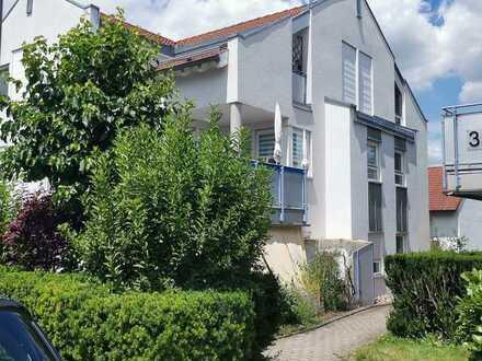 Helle 1,5-Zimmer-Wohnung mit Balkon