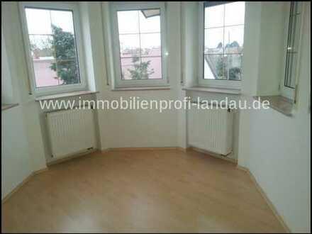 3ZKB Wohnung mit ausgebautem Dachgeschoß und Einbauküche