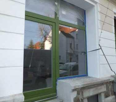 ERSTBEZUG nach Sanierung: Ladenlokal / Gewerberaum mit Fußbodenheizung, Terrasse und Stellplatz