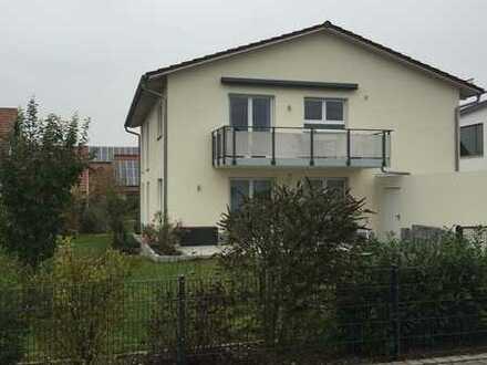 Hochwertige 4 Zimmer Wohnung 1 OG, Küche, Bad, sep. WC, Süd-Balkon