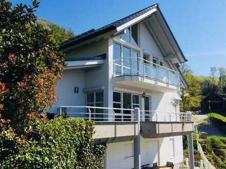 Traumhaftes Einfamilienhaus mit Einliegerwohnung in Hanglage
