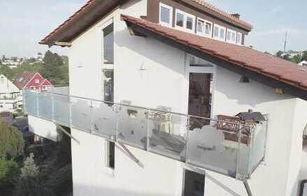 Sanierte 5-Raum-Penthouse-Wohnung mit Balkon und Einbauküche in Bochum