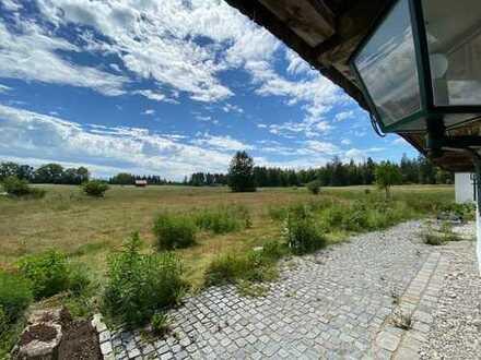 Denkmalgeschütztes Bauernhaus im Landschaftsschutzgebiet zwischen Starnberger See und München