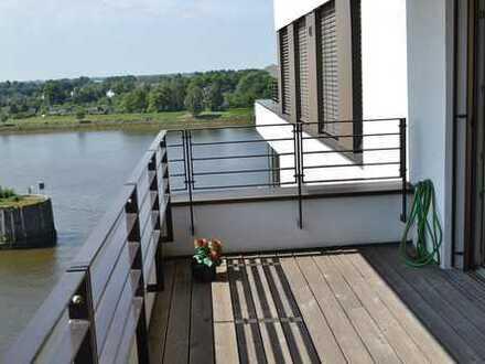 Überseestadt-hochwertige schöne 3 Zimmer Wohnung im 6.Stock mit Fahrstuhl, Weserblick und Balkon!