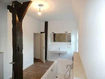 Denkmalgeschützes Fachwerkhaus: Maisonettewohnung, 3 Zimmer, Garten, EBK
