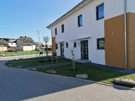 Freundliche 4-Zimmer-Doppelhaushälfte in Sonnefeld, Sonnefeld