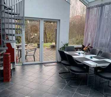 Großzügige 2-Zimmer Wohnung mit Garten und Terrasse
