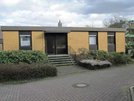 OKAL Winkel-Bungalow mit Vollkeller ausgebaut + gr. Garage, ca. 200 m² Wfl. + ca. 426 m² Grundstück.