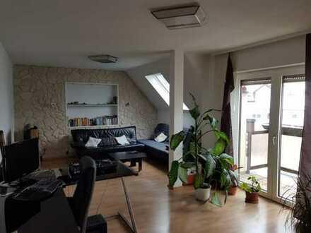 Schöne 2,5-Zimmer DG-Wohnung mit West- und Ost-Balkonen in Rodgau-Dudenhofen, barrierefrei