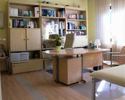 *Büro-/Praxisetage nach Vollrenovierung zu vermieten - TOP-Lage auf der RÜ - optional mit Wohnung!