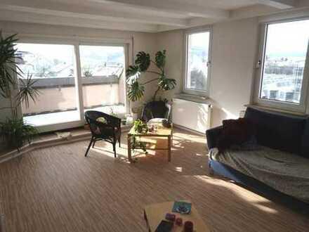 Hier kann man sich wohlfühlen - Schicke Dachgeschosswohnung mit Loggia!