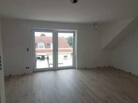 Erstbezug nach Sanierung: schöne 4-Zimmer-DG-Wohnung mit Balkon in Neuburg OT Heinrichsheim
