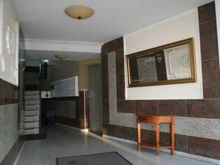 4 ZiWE Aufzug Rollläden gehobener Wohnungsausstattung Bad/Wc Parkett vollausgestattete Küche