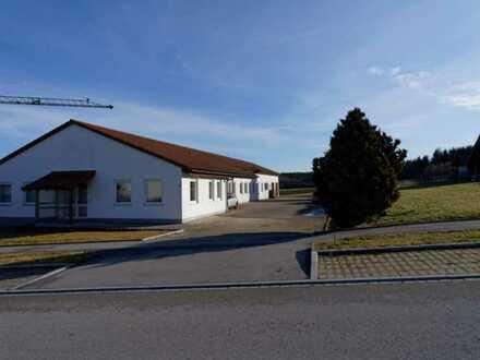 Gewerbehalle im Industriegebiet mit Erweiterungsoption (auch Wohnhaus)