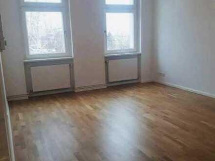 Modernisierte 2-Raum-Wohnung mit Einbauküche in Berlin