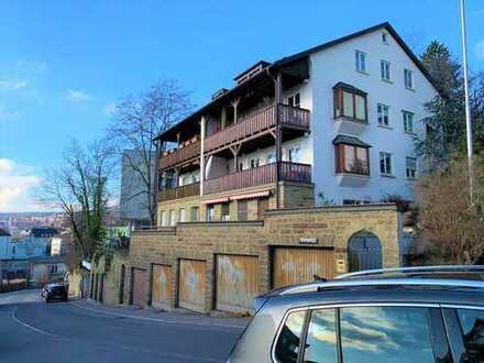 Am Fuße des Killesberg: Tolles Doppelhaus mit 4 Wohnungen und 5 Garagen