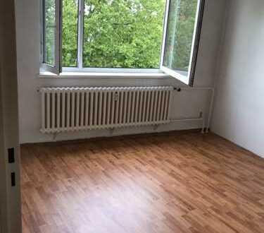 Vom Eigentümer-Tolle leere Wohnung am Gemeinde-Park Lankwitz mit Balkon und grossem Hobby-Keller