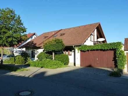 Gepflegte 3,5-Zimmer-Wohnung mit Doppelgarage, Terrasse und Garten