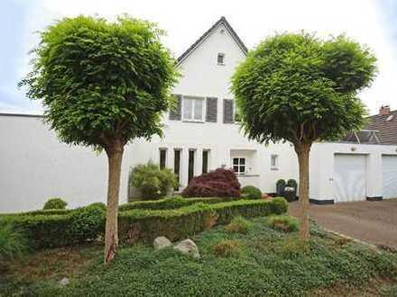 JA, zum stilvollen Einfamilienhaus mit 2 Garagen in bevorzugter Wohnlage von Haan!