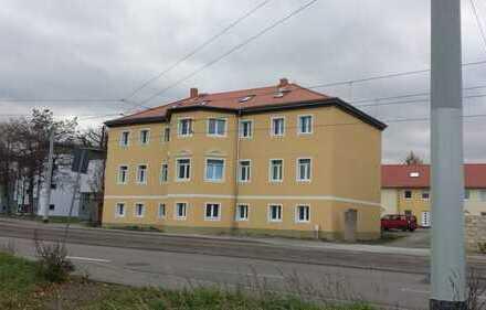 Liebevoll sanierte 4 Zimmer Wohnung mit Kamin und Stellplatz und Spielplatz
