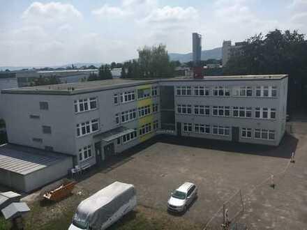 Büro- und Produktionsgebäude mit Erweiterungsfläche