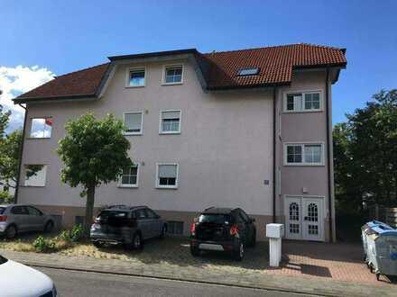 Gepflegte 2-Raum-DG-Wohnung mit Balkon und Einbauküche in Münster Hessen