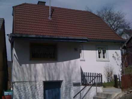 Kleines Einfamilienhaus mit zwei Zimmern und Einbauküche in Grafengehaig, Nähe Kulmbach