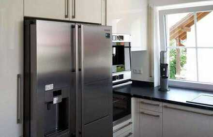 Möbiliertes 16qm WG-Zimmer mit neuen Möbeln im neuen Haus mit Reinigungskraft und Kaffeevollautomat