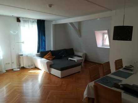 Traumhafte 2,5-Zimmer-Wohnung mit EBK zentralster Lage ab 01.04.