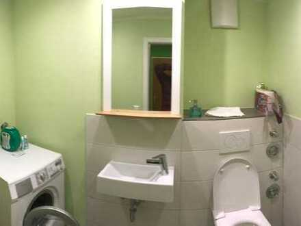WG ZImmer - Wohnzimmer und Küche mit Westbalkon