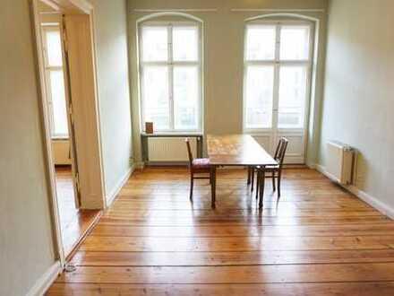 Helle Altbau 4-Zimmer-Wohnung mit mit Balkon nahe Kollwitzplatz.