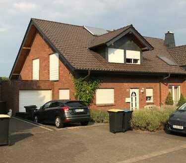 Doppelhaushälfte 163m2 große Einbauküche, Gaszentralheizung FBH, Kachelofen, Solaranlage,zentrumsnah