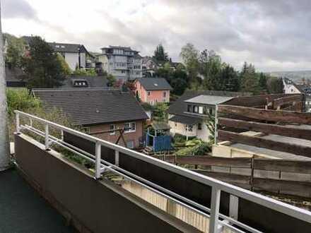 Schöne Erdgeschosswohnung mit 2 Balkonen & Aussicht, gute, ruhige Lage von Menden-Mitte zu vermieten