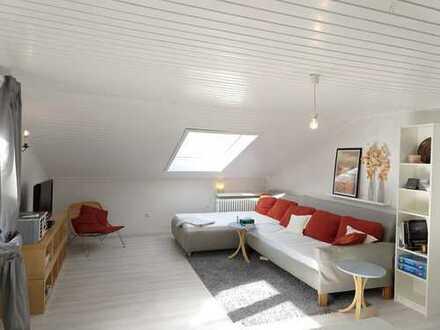 Möblierte DG-Wohnung mit 2 Zimmer und Balkon