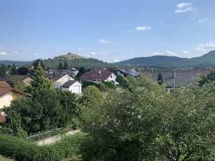 Perfekt für Familien: Großzügige 4,5 Zimmerwohnung mit Südbalkon und toller Aussicht.