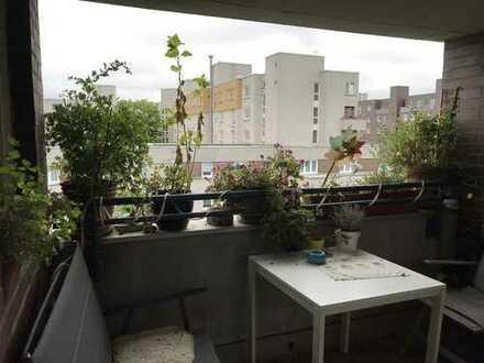 Lichtdurchflutete DG-Wohnung mit vier Zimmern, Balkon und EBK am Humboldthain zur Zwischenmiete