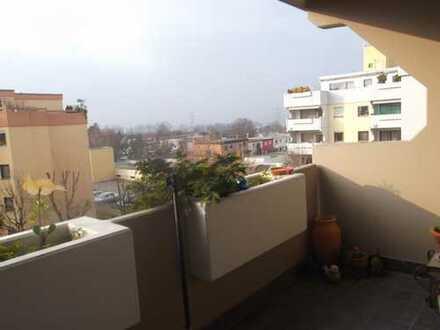 Saniertes Mehrfamilienhaus, charmantes Wohnen & großer Süd - Balkon mit schöner Aussicht