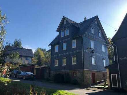 *RESERVIERT! Teilsaniertes Ein- bis Zweifamilienhaus mit Garten und 3 Garagen in Steinach.