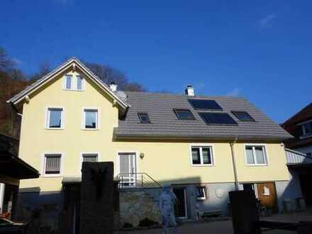 Attraktives Zweifamilienhaus in sonniger Panoramawohnlage