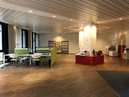Atelier oder Ausstellungsfläche mit Bürobereich in gut angebundener Lage zu vermieten!