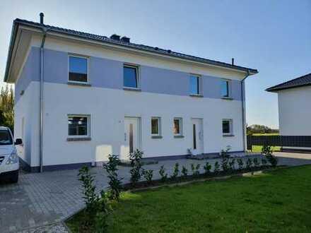 Doppelhaushälfte Erstbezug, gehobene Ausstattung und vorallem ruhige Wohnlage