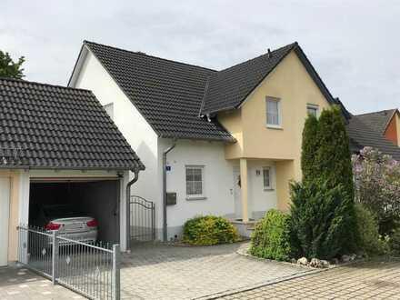 Helle 4-Zimmer-Doppelhaushälfte mit Garten und Garage